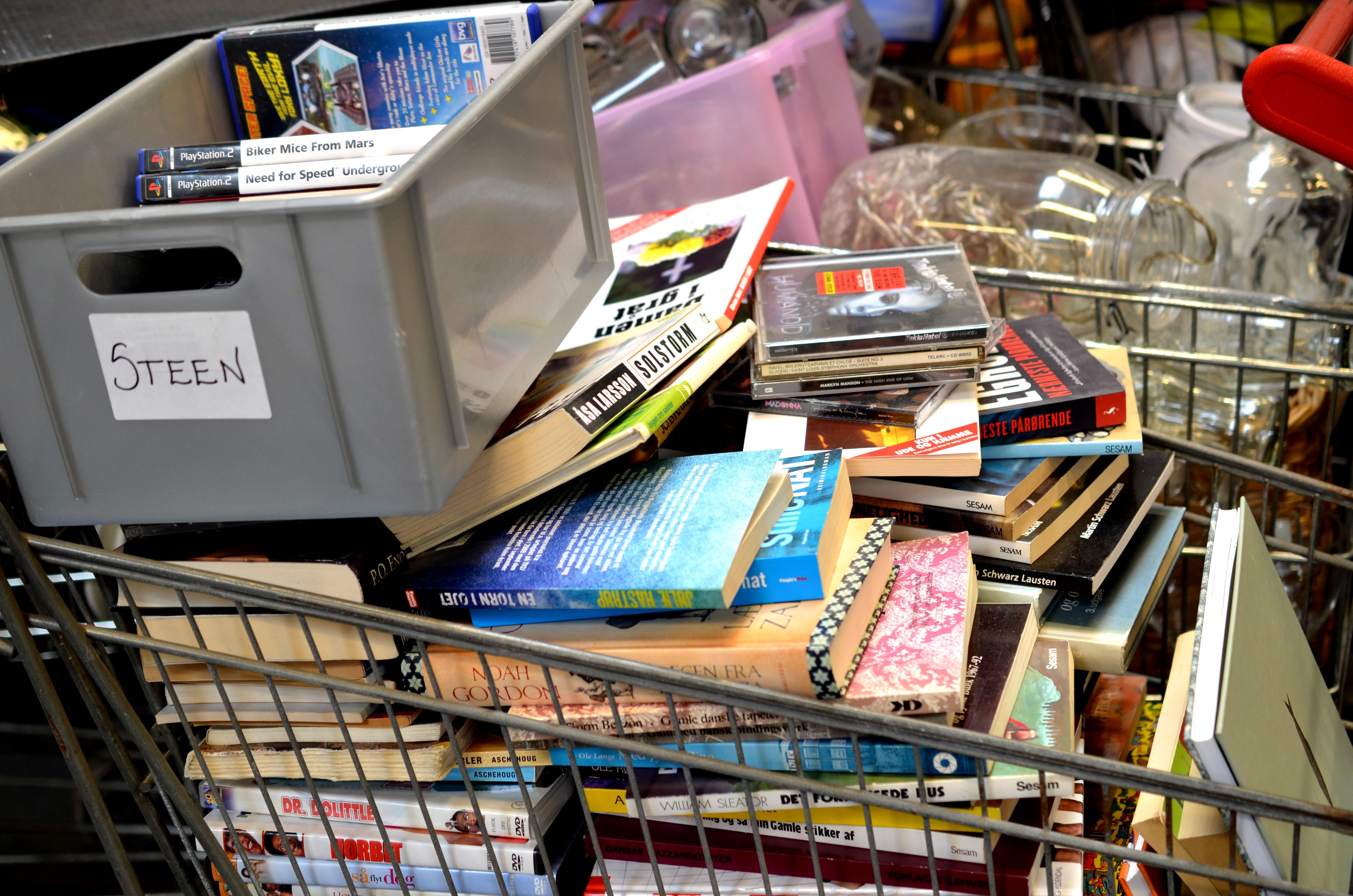 Fyldte indkøbsvogne med bøger, musik og film.