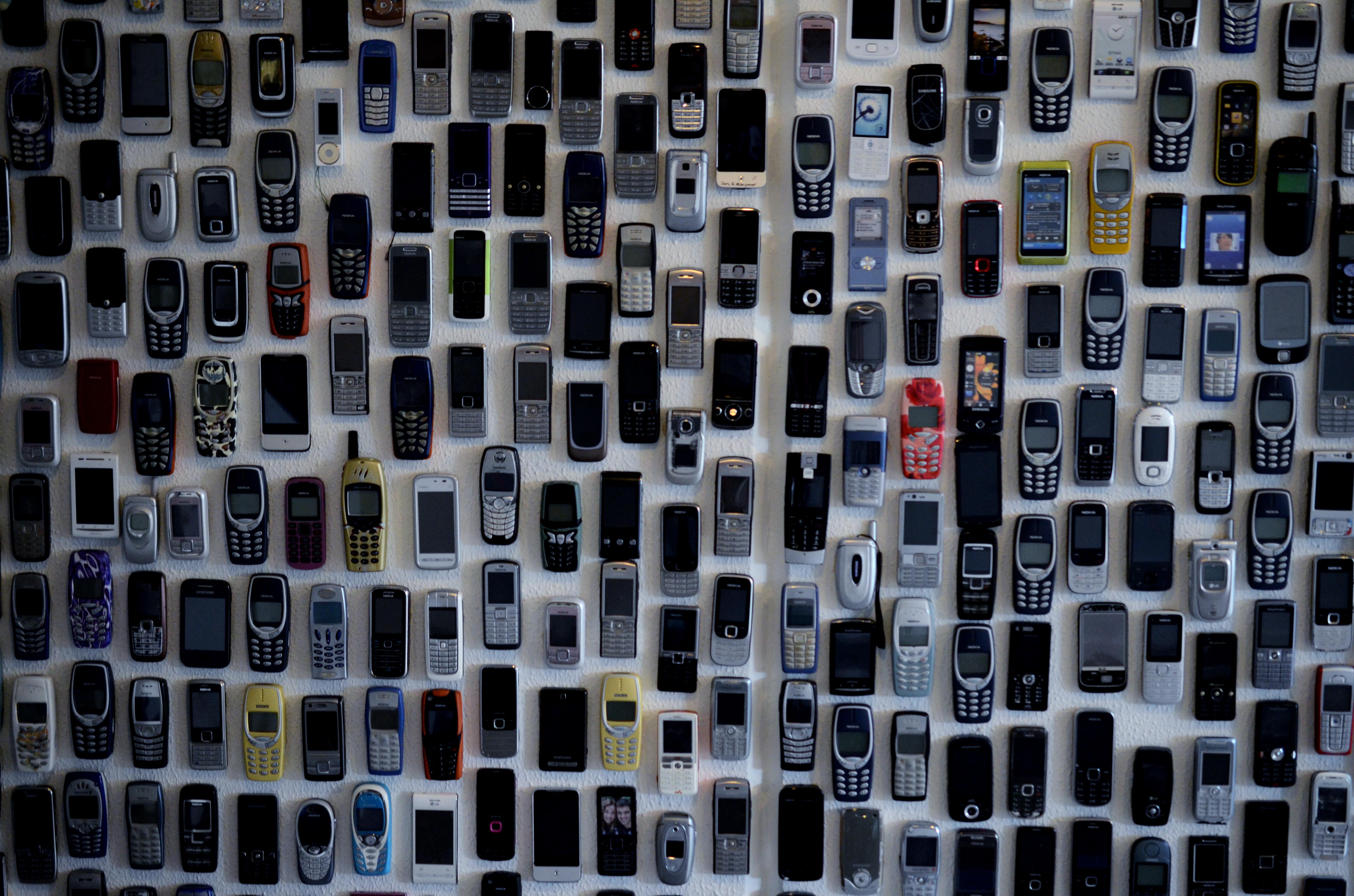 Der er lavet mobiltelefonvægge.